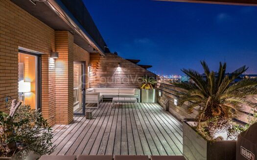 magnificent triplexpenthousewith 2 terraces and views of Valencia's port