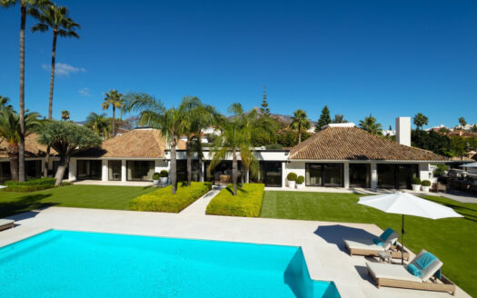 exquisite villa is a true gem of a find. Marbella offers a huge selection of villas