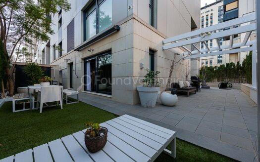 Exclusive and elegant corner ground floor duplex apartment
