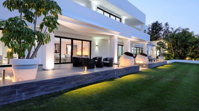 contemporary Villa in Nueva Andalucía w