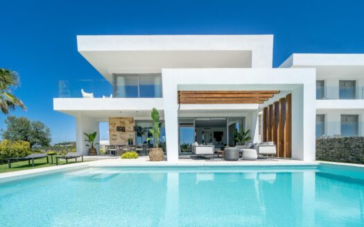 Villa with swimming pool for sale in spain