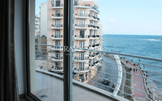 Lovely and bright, modern furnished, seafront corner apartment