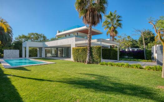 Amaizing new built contemporary villa situated in Casasola, Guadalmina Baja
