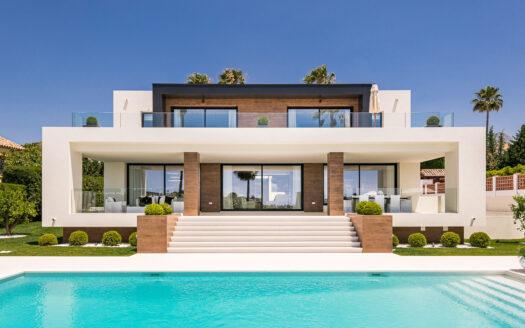 contemporary villa with views over golf fairways and to La Concha mountain